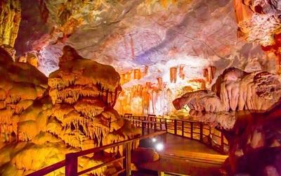 hang sửng sốt lọt vào top 5 hang động đẹp nhất trên thế giới